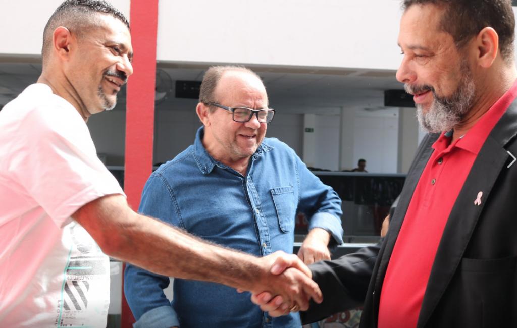 Com metalúrgicos do ABC, Barba discute ação do PT pela manutenção de empregos em SP