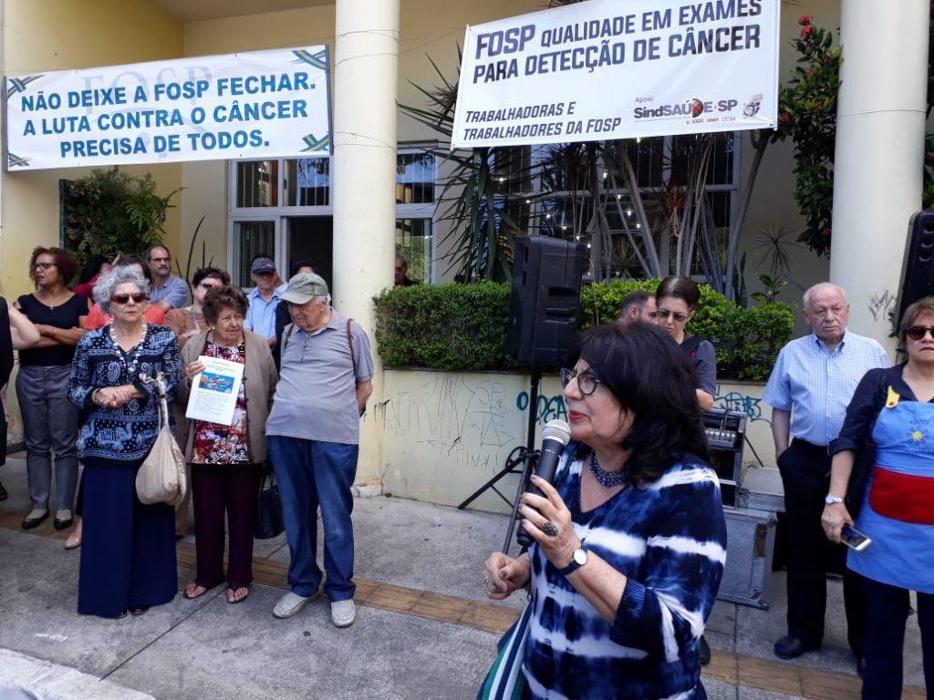 Beth Sahão participa de abraço contra extinção da Fundação Oncocentro