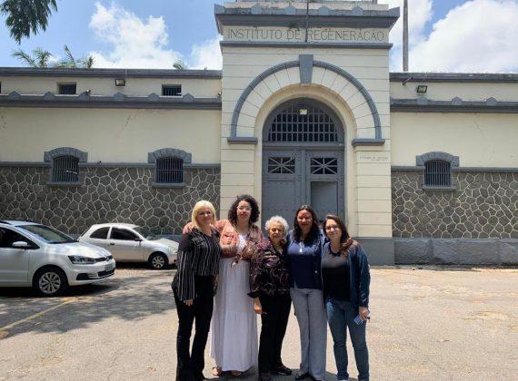 Mulheres Petistas visitam Ednalva Franco, uma presa política dos movimentos de moradia