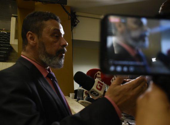 CENA POLÍTICA – TERÇA-FEIRA, 18 DE FEVEREIRO