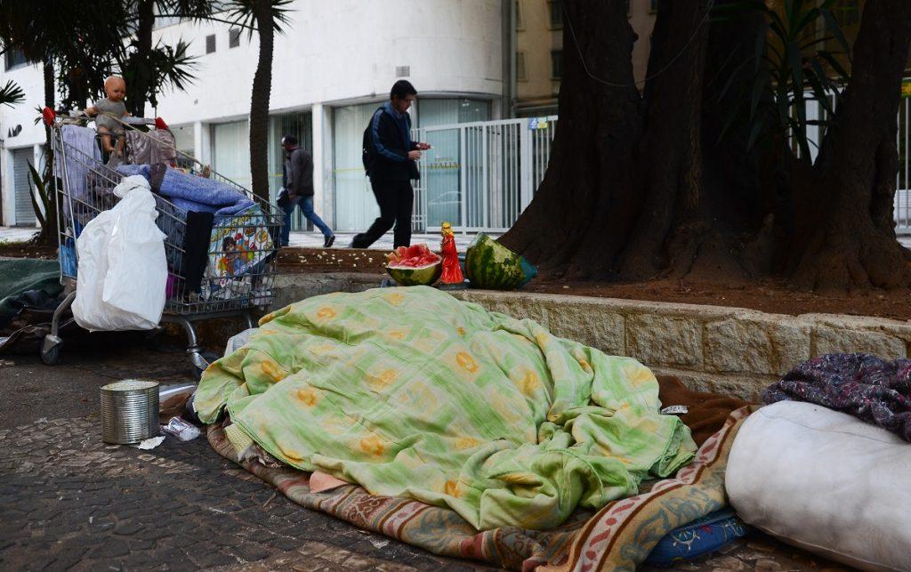 Medidas do governo contra coronavírus não protegem população de rua